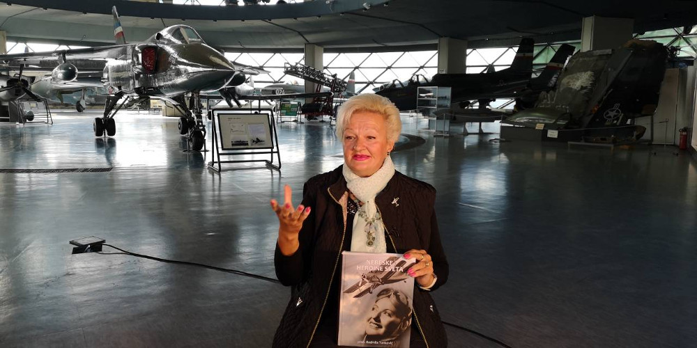 Go to Жене пилоти: и лепе и неустрашиве