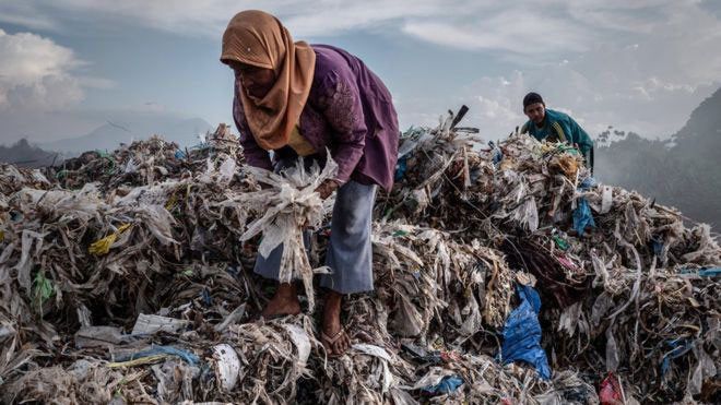 Go to Планета окована пластиком – бизнис са отужним мирисом