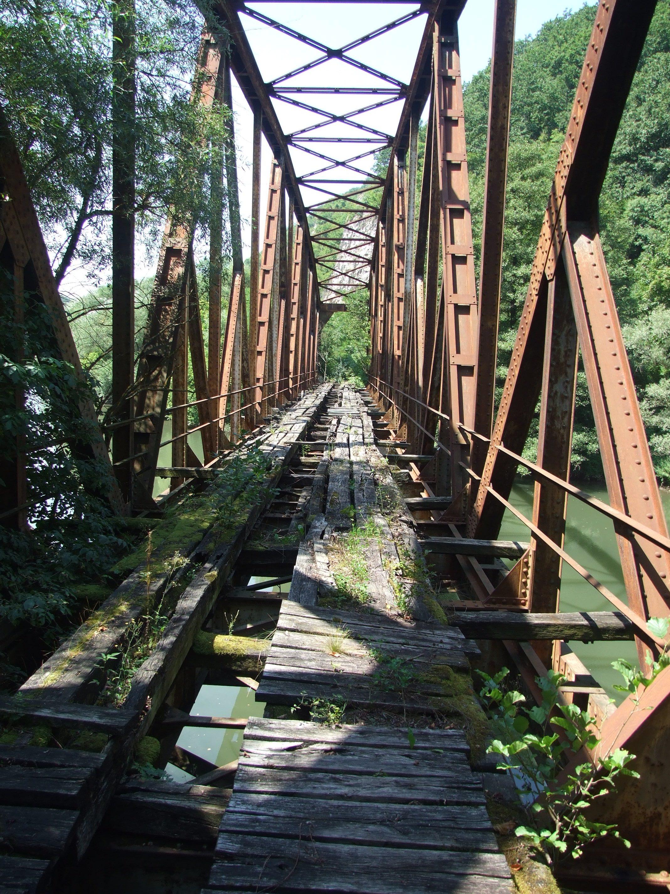 """Go to До пећине и светиње """"kађенице"""" преко два моста опасна по живот"""