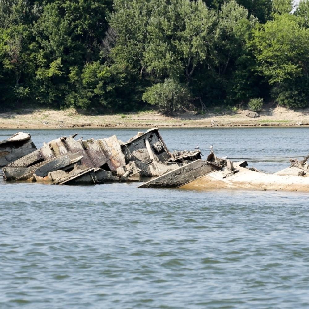 Go to Извлачење потoпљених немачких бродова: вилењак напушта Дунав