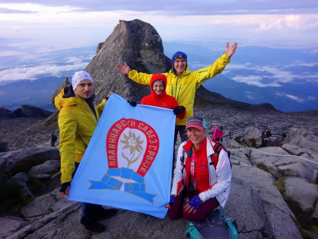 Go to Наши планинари на највишем врху острва Борнео: у освит зоре преко гранитног масива