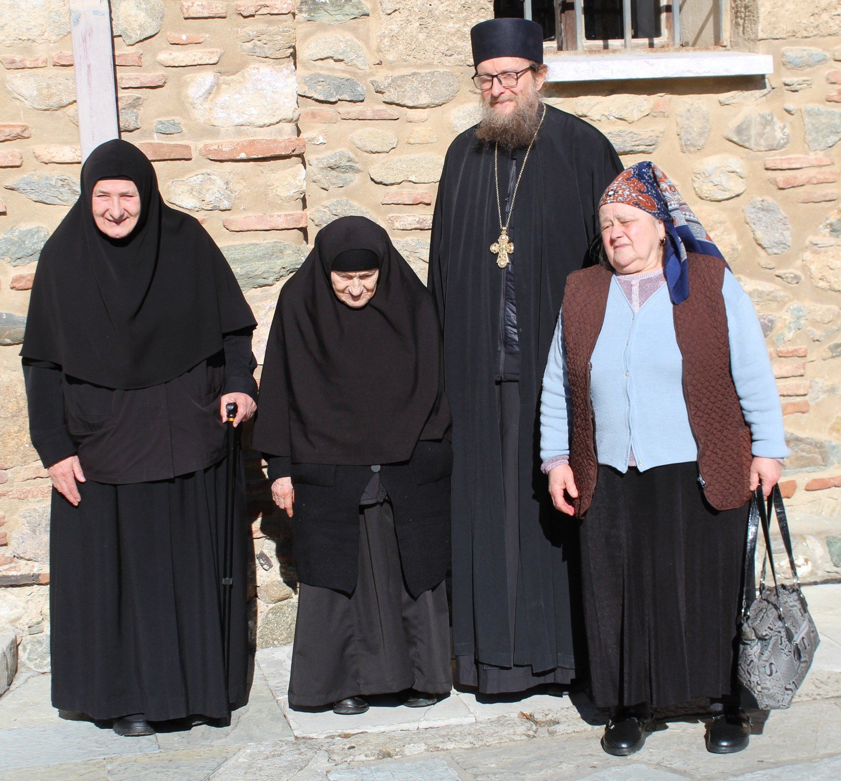 Go to Манастир у центру Ђаковице: само три жене чувају светињу