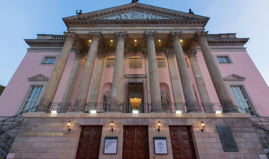 Go to Umetnička Meka Evrope: Crbi, velikani berlinske opere