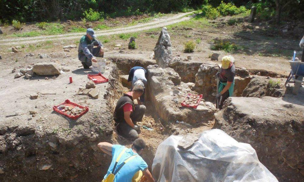 """Go to Археолози код Аранђеловца трагали за """"Бакићевим двором"""" а открили цркву Немањића"""