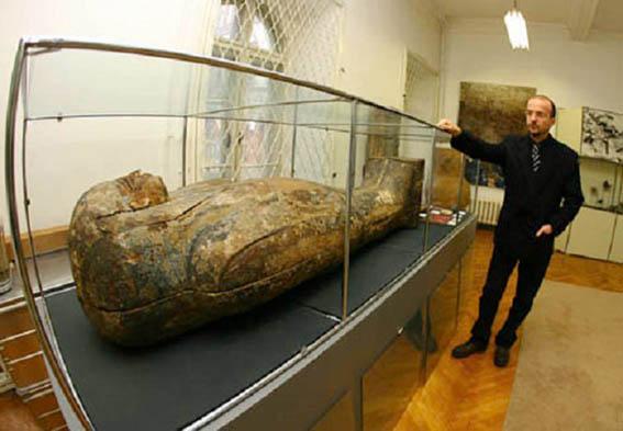 Go to ШТА КРИЈУ МУЗЕЈСКИ ДЕПОИ <br> (Не)постојеће мумије
