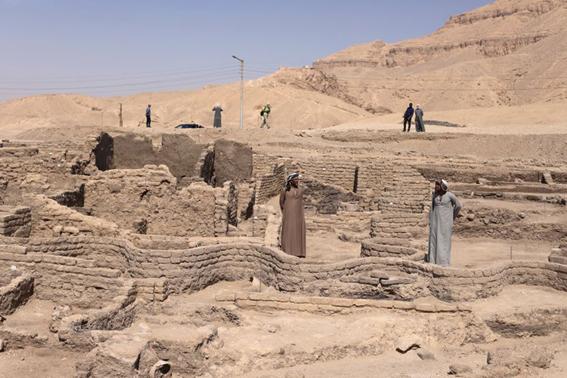 Go to АРХЕОЛОШКО ЧУДО У ЕГИПТУ  <br> Откривен златни град