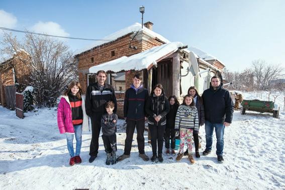 Go to СУДБИНА ПОРОДИЦЕ АВРАМОВИЋ <br> Живот у кући без прозора и воде