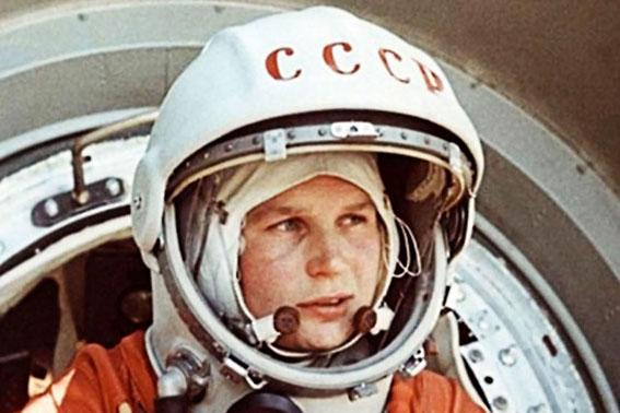 Go to ЈУРИЈ ГАГАРИН <br> Први полетео у свемир пре 60 година